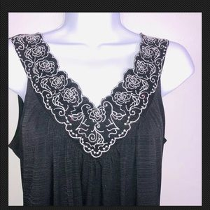 Style and Co Top S Black Sleeveless V Neck YN6
